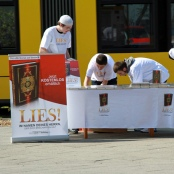Salafisten verteilen in Berlin den Koran