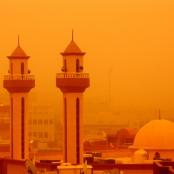 Von Hitze und Wüstenstaub geplagt: Sandstürme wie hier über Kuwait dürften im Nahen Osten und in Nordafrika mit dem Klimawandel häufiger werden.
