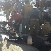 Helfer kümmern sich nach dem Giftgasangriff auf den syrischen Ort Khan Scheichun um Verletzte.