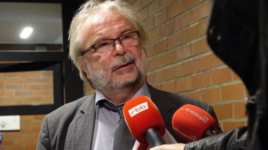 Nach der Verhandlung: RA Walter Otte stand den Medien für Interviews bereit.