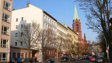 Berlin-Prenzlauer Berg, Stargarder Straße mit Gethsemanekirche