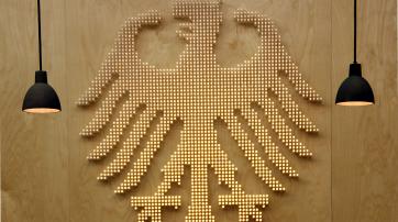 Bundesadler im Bundesverfassungsgericht