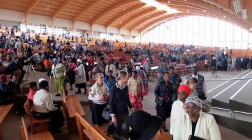 """Christliche Mission """"Kwasizabantu"""" in einer Megachurch"""