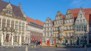Altstadt Bremen. Hier scheint die Zeit ebenso still zu stehen wie in der Evangelischen Kirche Bremens.