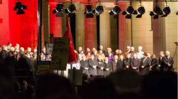 13.01.2015: Religionsführer und Bundeskanzlerin Arm in Arm