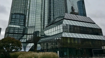 Unterer Teil eines bekannten Bankhauses in Frankfurt a.M.