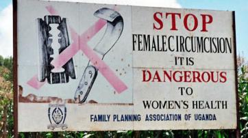 Straßenplakat in Uganda gegen Genitalverstümmelung