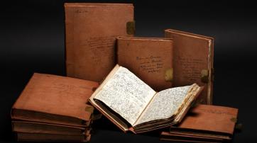 Die 4000 eng beschriebenen Seiten fasste Humboldt in neun Lederbänden zusammen und beschriftete diese selbst. Foto: Staatsbibliothek zu Berlin – PK, Carola Seifert