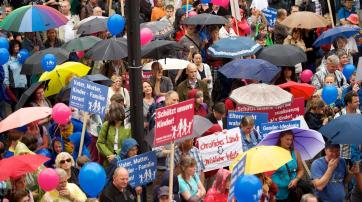 Im Juni 2014 demonstrierten tausende Menschen in Baden-Württemberg gegen Reformen im Sexualunterricht.