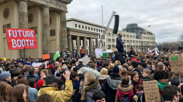 """Friday for Future""-Demonstration am Brandenburger Tor"