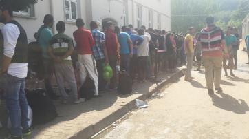 Vor der Flüchtlingsunterkunft in Trier