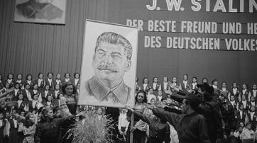 Stalin wurde angehimmelt, als wäre er selbst ein Gott. Leipzig, 1950