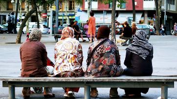 Frauen mit Kopftuch