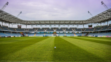 So sähe ein Stadion aus, wenn alle, die je geflucht haben, Stadionverbot bekämen...