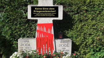 """Der """"blutbeschmierte"""" Gedenkstein"""
