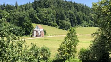 Die vom Kloster verbliebene ursprüngliche Hospitalkapelle und spätere (nach 1556) Tennenbacher Pfarrkirche im Juni 2019.