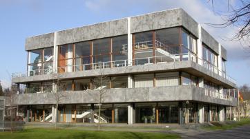 Das Sitzungssaalgebäude des Bundesverfassungsgerichts in Karlsruhe