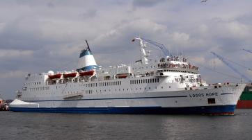 """Das christliche Hilfsschiff Logos Hope von der Organisation """"Operation Mobilisation"""" 2008 in Kiel."""