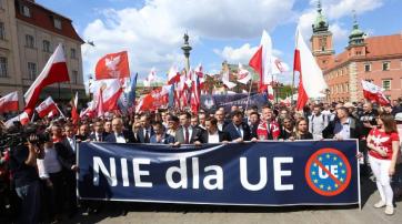 """Banner auf dem """"Souveränitäts-Marsch"""" am 1. Mai in Warschau."""