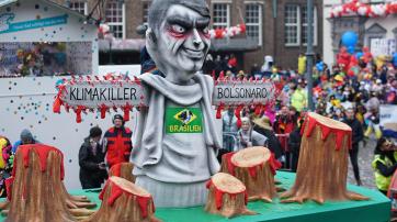 Mottowagen von Jacques Tilly beim Düsseldorfer Karneval 2020