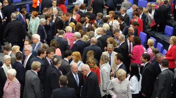 Bundestagsabgeordnete bei der namentlichen Abstimmung