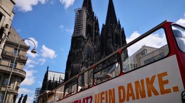 Der Bus vor dem Kölner Dom