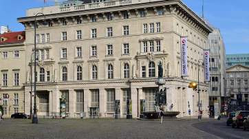 Verfassungsgerichtshof und Kunstforum in Wien